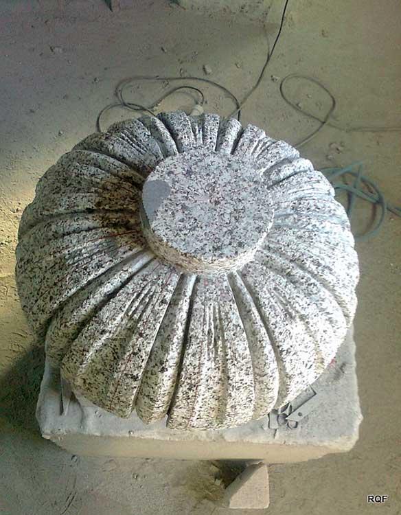 bolardos de piedra, elementos arquitectonicos de piedra