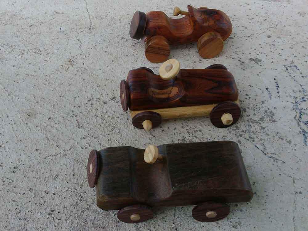 juguetes de madera para niños, coches de madera, barcos, mapas