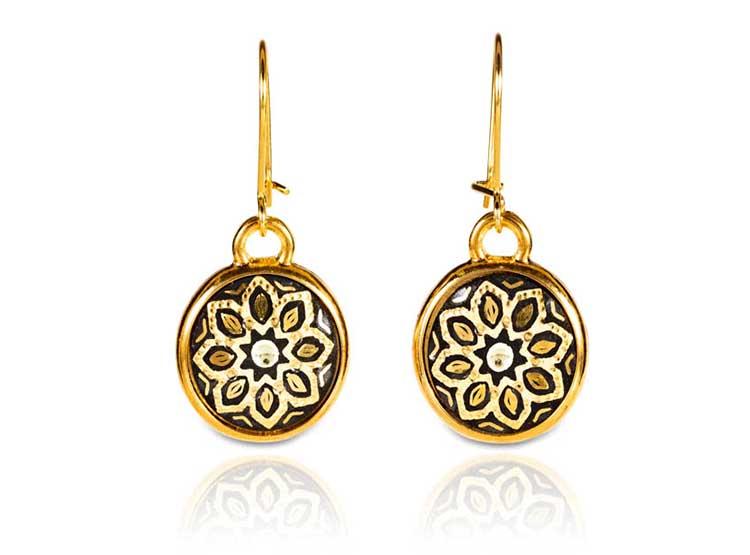 pendientes de mujer en oro, damasquino, complementos de señora, moda, fashion