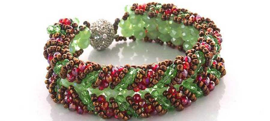 pulseras de mujer, complementos, moda de mujer, artesania, aretes, zarcillos